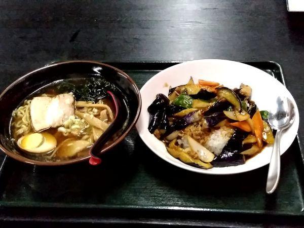 「満腹セット(醤油ラーメン+麻婆ナス丼)780円」@中国料理 川源館の写真