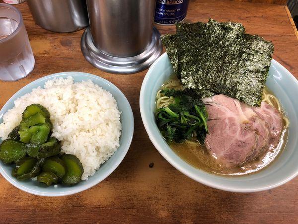 「チャーシュー麺 850円 ライス大」@横浜ラーメン 武蔵家 船橋店の写真