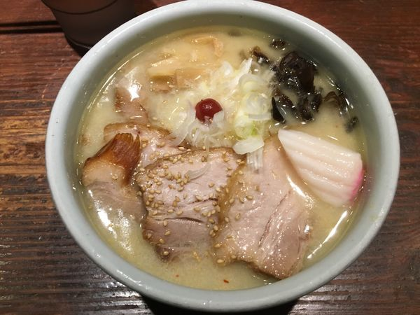 「しおらーめん」@らーめん 山頭火 新宿南口店の写真
