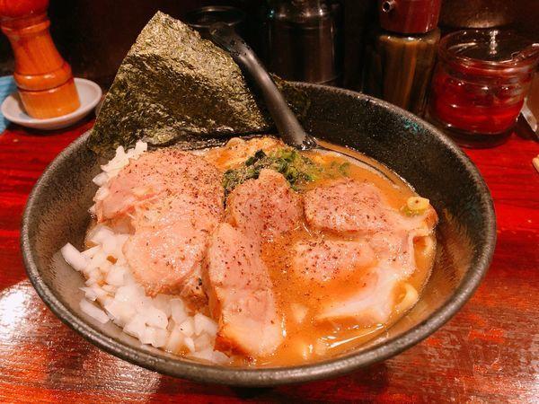 「大和田チャーシュー麺+タマネギ」@麺屋 大和田の写真