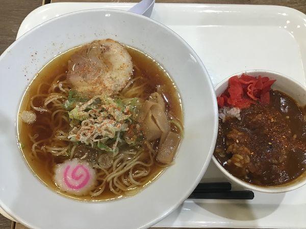 「ラーメンミニ丼セット500円(醤油ラーメン・ミニカレー)」@カインズキッチン 名古屋みなと店の写真
