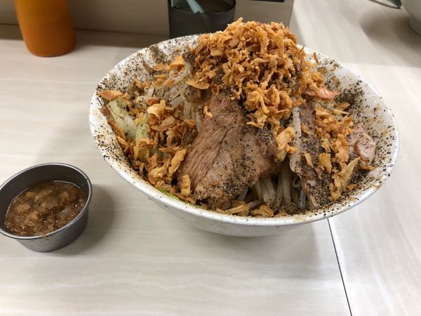 「汁なし・野菜・チップ・ペッパー・アブラ」@ラーメン荘 歴史を刻め 本店の写真