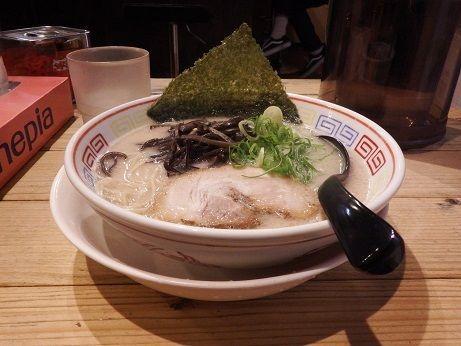 「豚骨ラーメン(白)」@つけ麺 中華そば 節 用賀店の写真