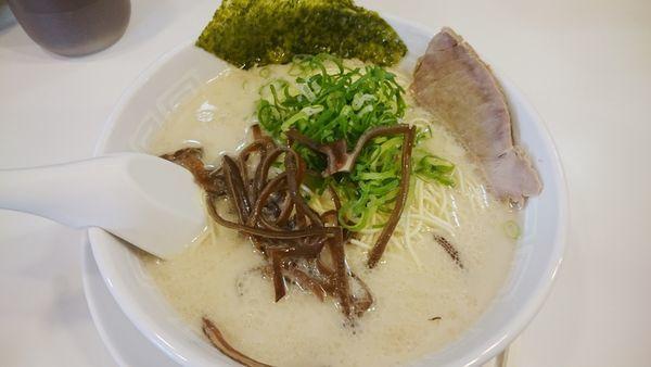 「ラーメン(500円)+替玉(0円)」@博多天神 池袋店の写真