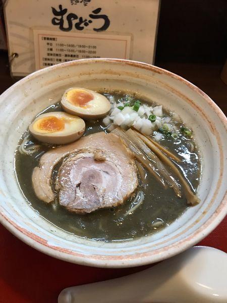 「煮干し麺800円+味玉100円」@麺屋むどうの写真