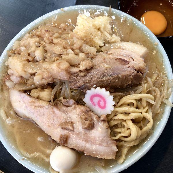 「ラーメン(ニンニク少なめ・ちょい脂)+生玉子」@自家製麺 No11の写真