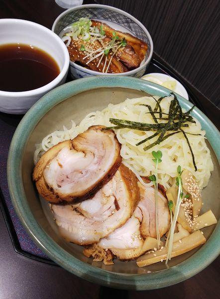 「ざるちゃーしゅーめん(大盛り)+豚皿」@手打ちらーめん 満月の写真