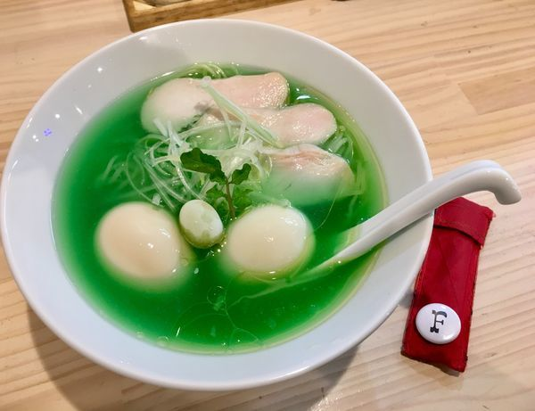 「鶏清湯 白葡萄」@濃厚鶏出汁拉麺 吉法師 KIPPOSHIの写真