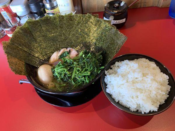 「特製ラーメン+麺280g+海苔増し+ほうれん草増し」@家系ラーメン 稲葉家の写真