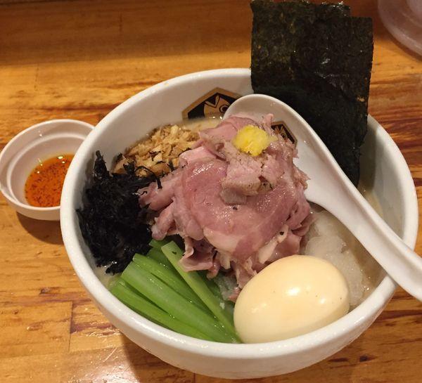 「冷やし真鯛胡麻らーめん850円他」@真鯛らーめん 麺魚の写真