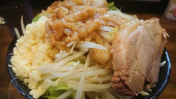 「らーめん+塩に変更+九条ネギ(野菜、ニンニク、アブラ)」@ガチ盛りラーメン アオイローの写真