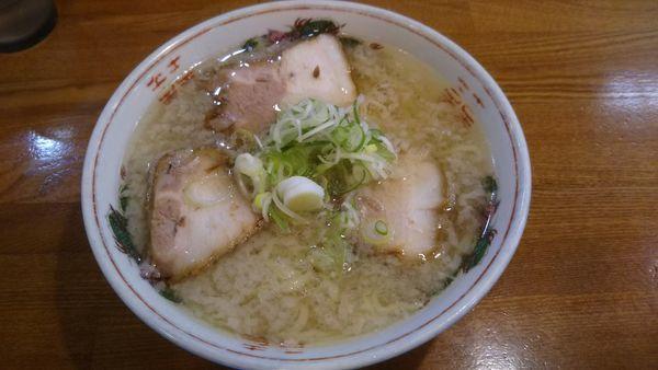 「塩ラーメン(麺固め+背脂)650円」@ラーメンうめ八の写真