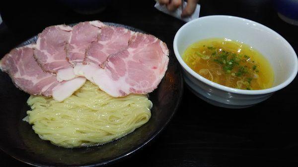 「塩つけ麺 + チャーシュー」@町田汁場 しおらーめん進化 中山店の写真