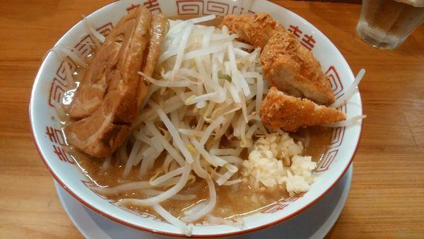 「みそ850円+ヒデチキ150円」@麺や 豚八の写真