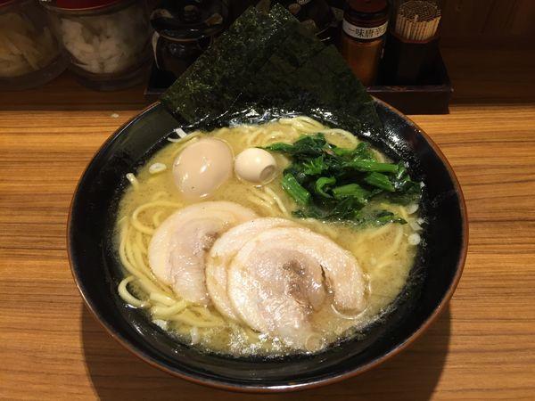 「MAXラーメン 醤油 大」@横浜家系ラーメン 壱角家 御徒町店の写真