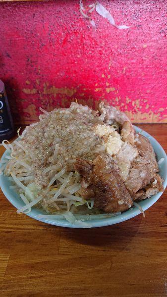 「チャーシュー麺  野菜多め  ニンニク  アブラ」@ラーメン髭の写真