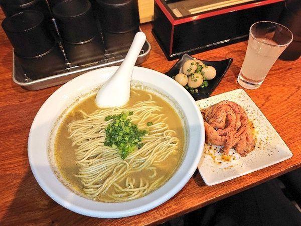 「牡蠣蕎麦+ウズラ味玉・豚肩ロース生ハム風」@横濱丿貫の写真