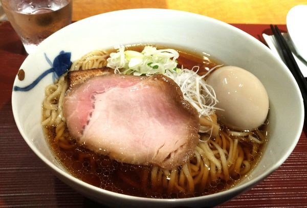 「醤油、細麺」@麺 みつヰの写真