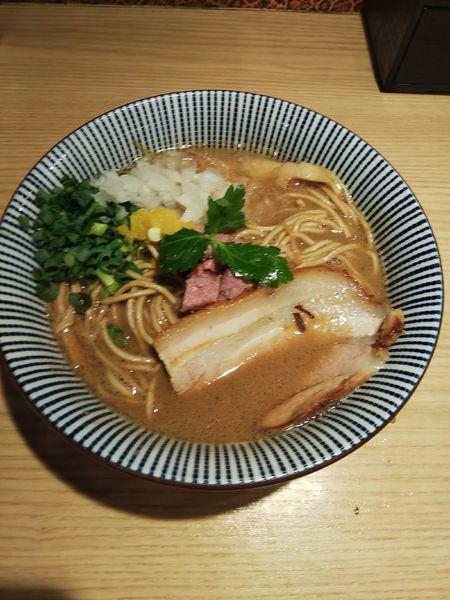 「ラム煮干中華そば(ノーマル)醤油 750円」@自家製麺 MENSHO TOKYOの写真