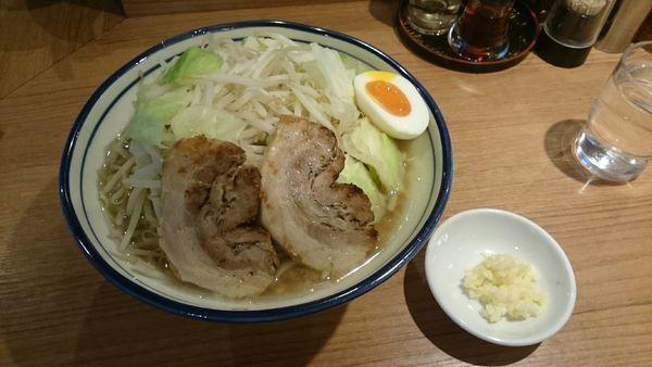 「醤油とんこつ・大盛(柔らかめヤサイアブラ)¥890」@らーめん勇の写真