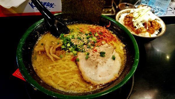 「海老味噌らーめん+大盛り+鶏丼+生ビール」@北海道らーめん 味源 立川北口店の写真