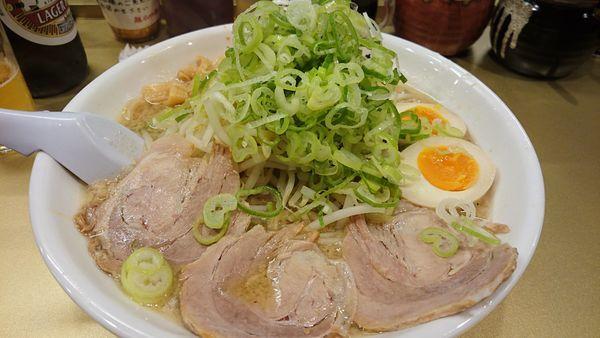 「しょうゆ味玉子ラーメン 超極太麺 中盛」@超ごってり麺 ごっつ 亀戸本店の写真