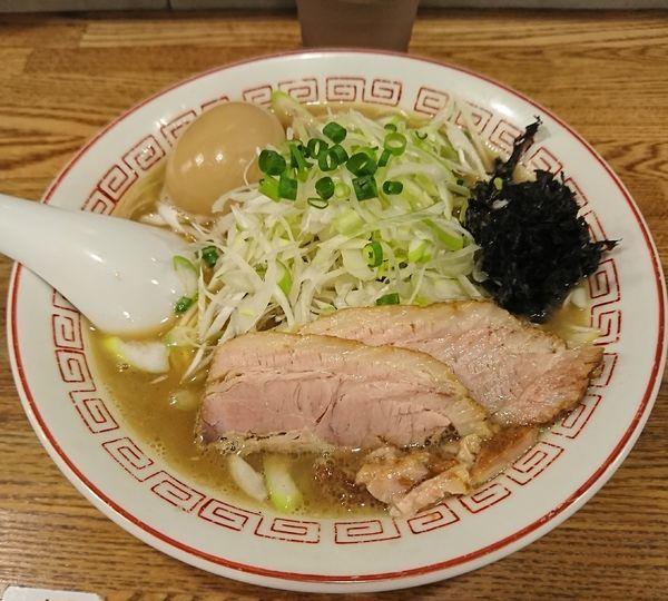 「煮干そば+味玉+白髪ネギ(990円)」@煮干中華そば専門 煮干丸の写真