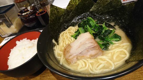 「醤油ラーメン、海苔、サービスライス」@横浜家系ラーメン 丸介の写真