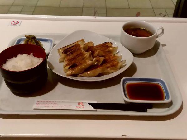 「薄皮ぎょうざ15個定食(並盛)637円」@リンガーハット イーサイト高崎店の写真
