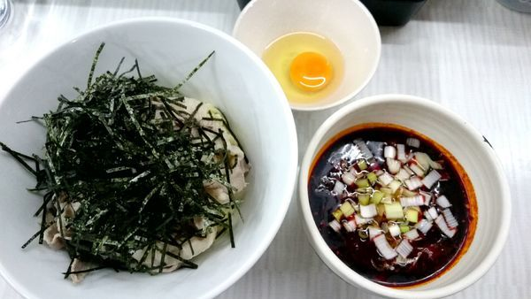 「自家製飲むラー油の肉つけ麺  1000円」@拉麺 しのざきの写真