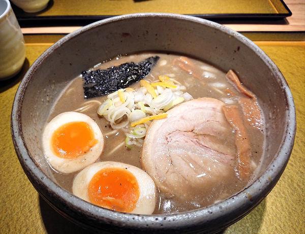 「味玉濃厚煮干しそば(しょう油)」@麺屋 音の写真