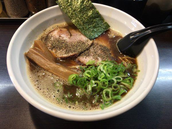 「【限定】くれは式ブラックラーメン(麺硬め) 900円」@ラーメンくれはの写真