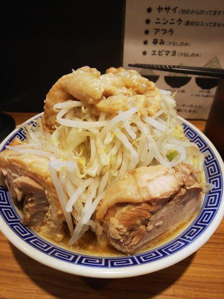 「ラーメン 豚1枚 ヤサイちょい増し、アブラ、ニンニク」@びんびん豚の写真