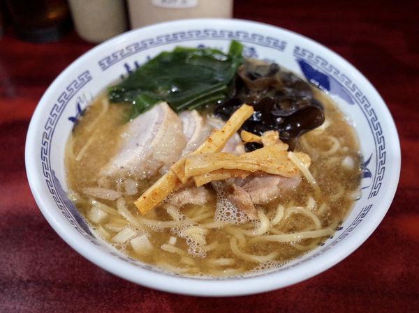 「醤油 普通…700円+チャーシュー…200円」@ラーメン マキタの写真