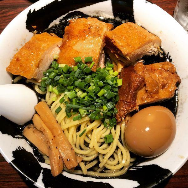 「味玉チャーシュー麺黒」@麺屋武蔵 武骨の写真