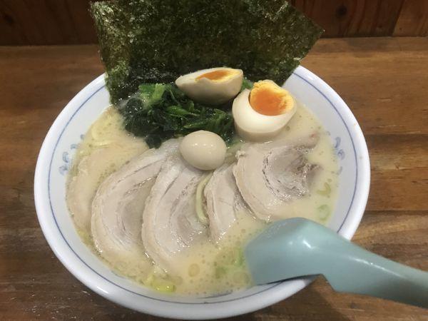 「チャーシューメン・味玉」@横浜家系ラーメン 精一杯の写真
