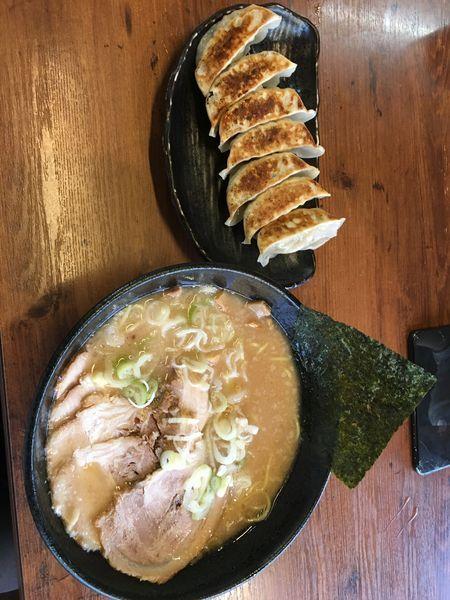 「チャーシュー麺、餃子7個」@らーめん五衛門 浦安店の写真