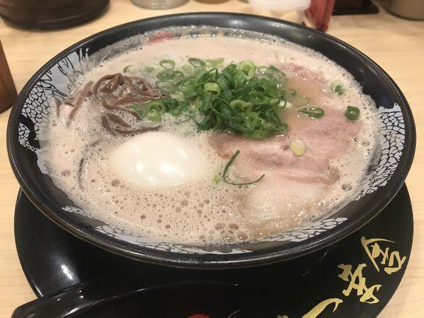 「味玉ラーメン 900円」@博多一幸舎 京都拉麺小路店の写真