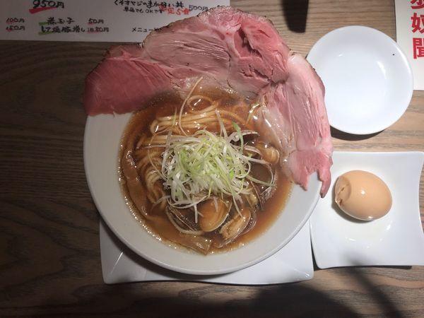 「あさりらーめん+SNSサービス煮玉子950円」@くそオヤジ最後のひとふりの写真