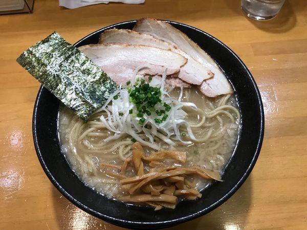 「豚の虜 (特盛り)」@自家製中華そば 麺の虜の写真