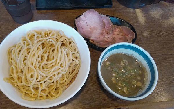 「濃密煮干しつけ麺【限定】+チャーシュー」@麺屋あらき 竈の番人外伝の写真