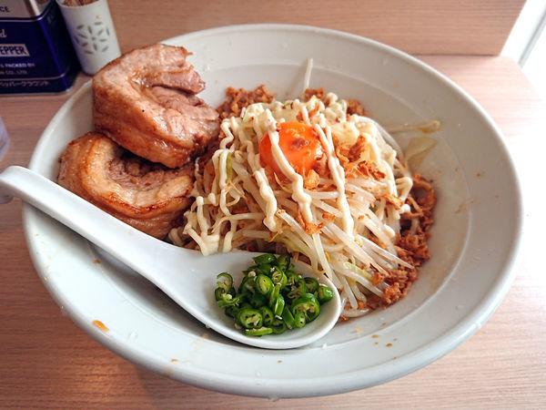 「ラーメン汁なし+青とうがらし」@麺屋 味方の写真