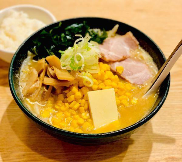 「味噌バターコーンラーメン」@北海道らーめん 味八の写真