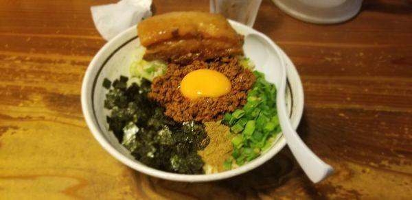 「トロ豚まぜそば1080円」@麺 酒 やまのの写真
