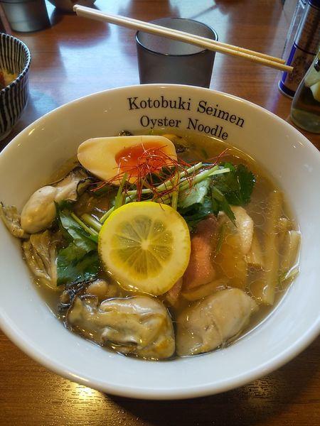 「特製牡蠣そば」@寿製麺よしかわ 川越店の写真