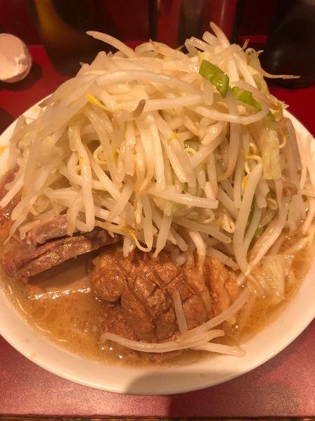 「小豚850円ヤサイアブラマシ生卵50円」@ラーメン二郎 荻窪店の写真