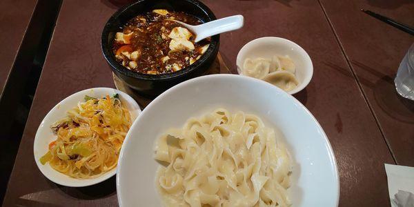 「頂点石焼麻婆刀削麺」@陳家私菜 新宿店の写真