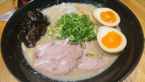 「超ド級濃厚トンコツラーメン玉子、大盛」@麺匠 克味の写真