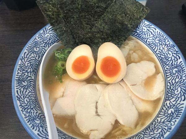 「濃厚鶏醤油らーめん全部のせ 950円 固め」@麺匠なべすけの写真