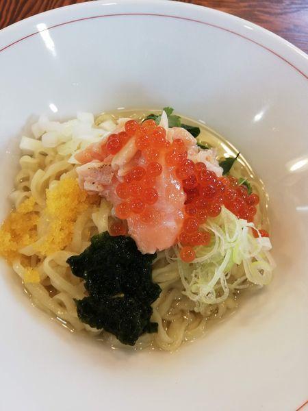 「サーモンとイクラの山葵和えそば」@拉麺 イチバノナカの写真